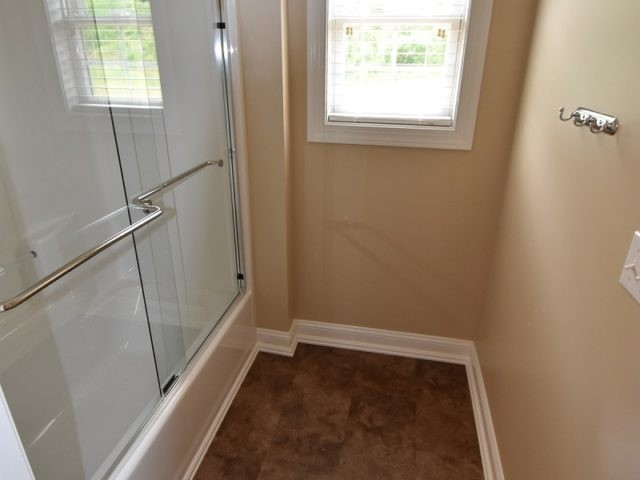 roman-estates-aliquippa-pa-2nd-bath-tubshower
