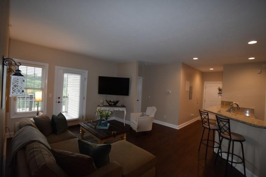 roman-estates-aliquippa-pa-living-room (2)