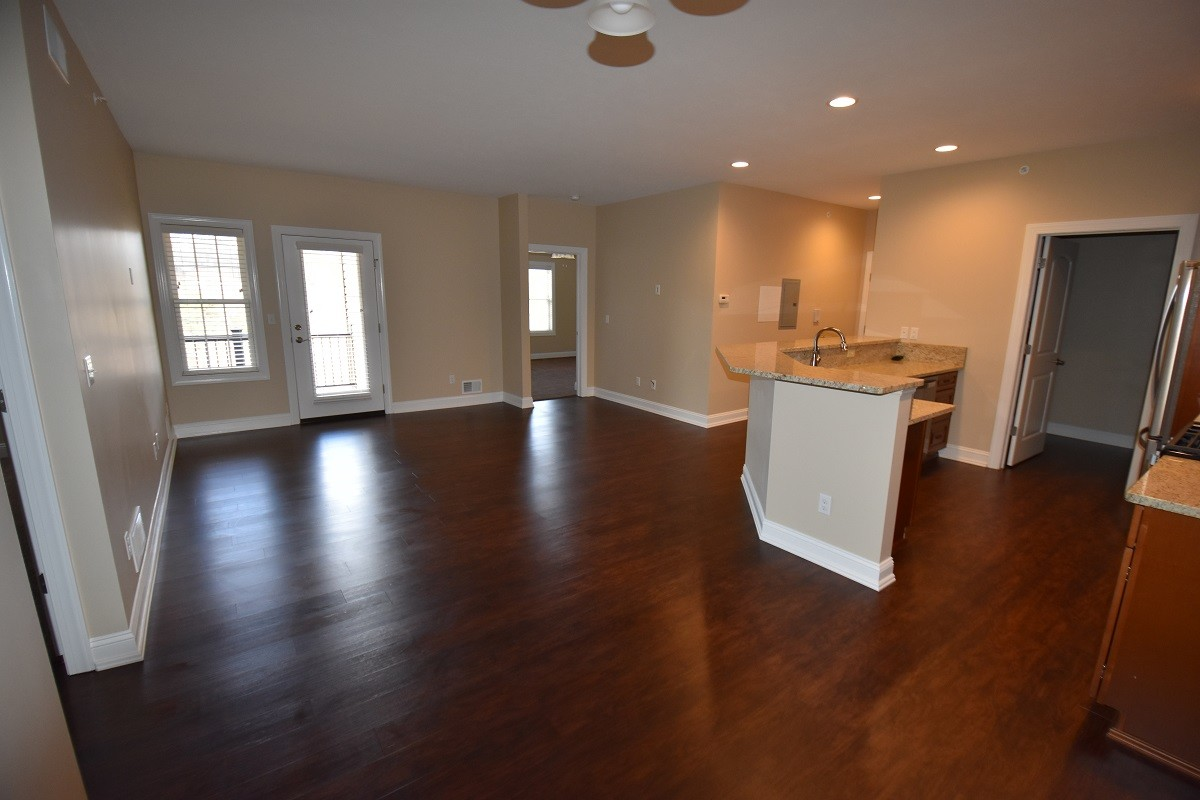 roman-estates-aliquippa-pa-living-room