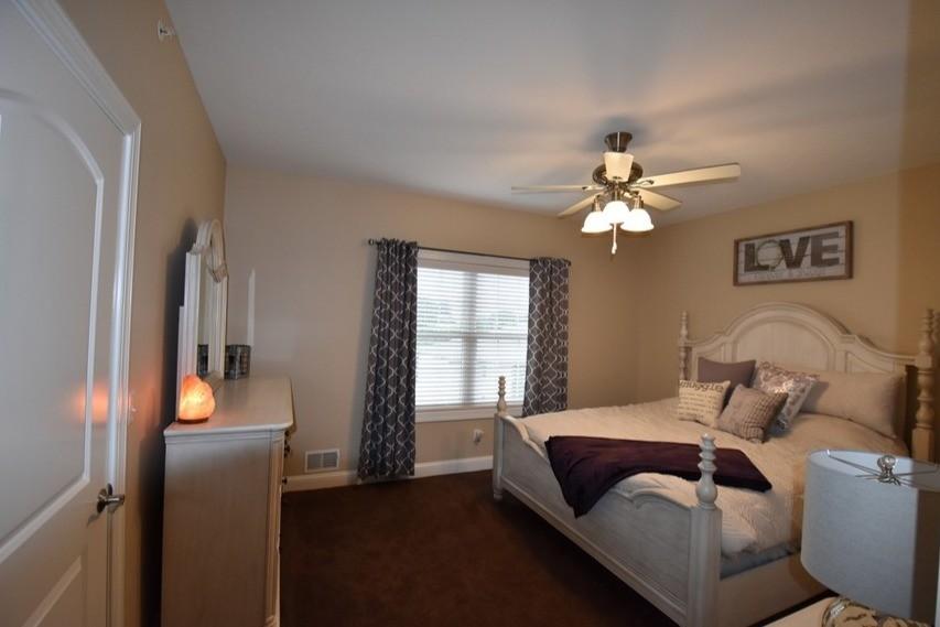 roman-estates-aliquippa-pa-master-bedroom (2)