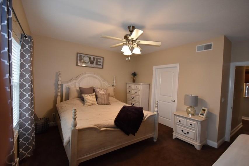 roman-estates-aliquippa-pa-master-bedroom (3)